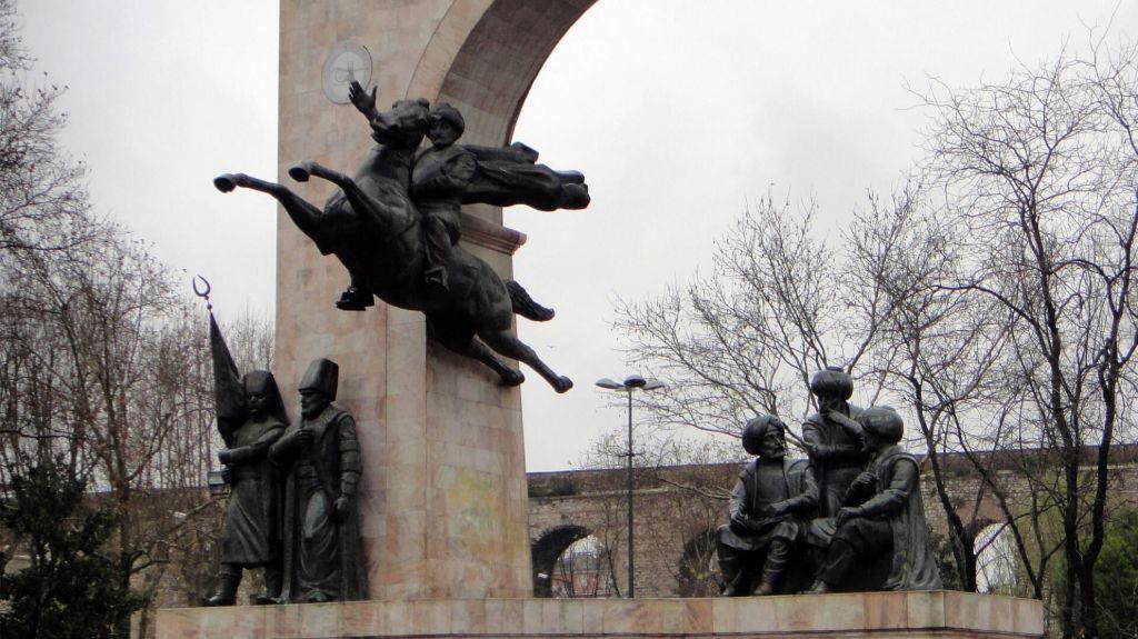 Fatih-Sultan-Mehmet-Monument in Istanbul