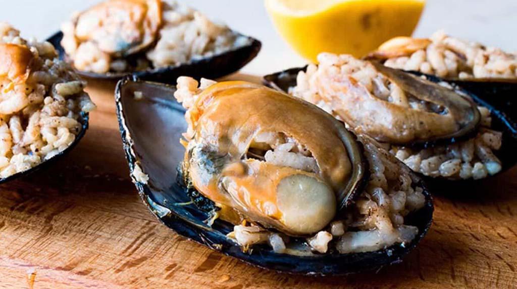 Stuffed Mussels - Istanbul street food