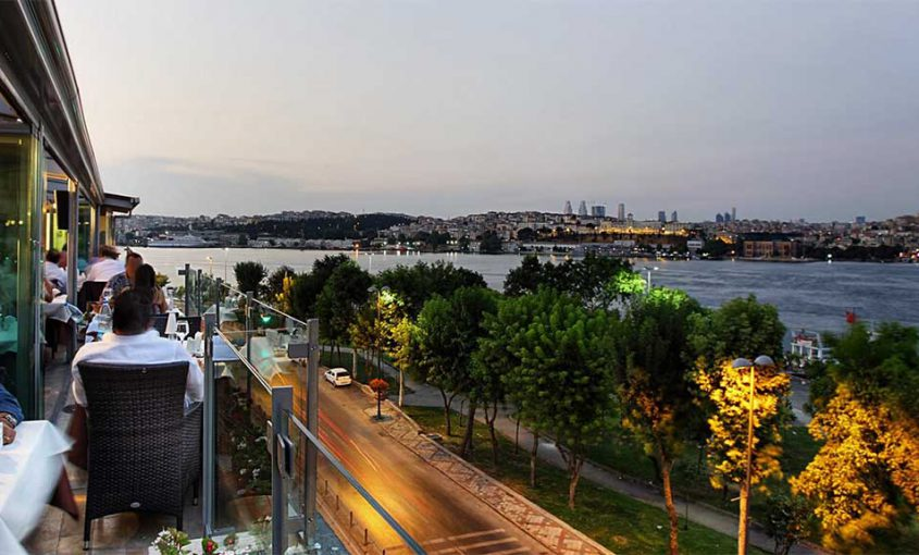 the-10-best-restaurants-with-a-view-in-istanbul-min