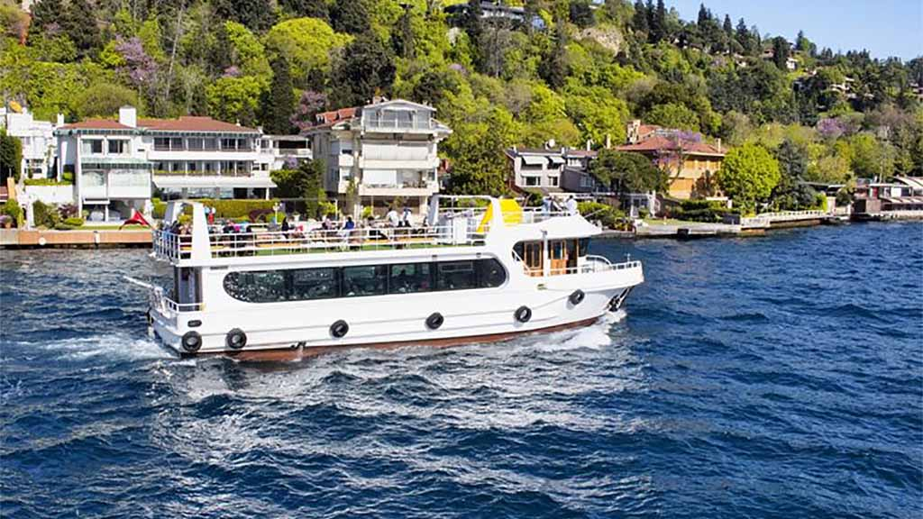 your-guide-to-boat-tours-and-watersport-activities-in-istanbul-min