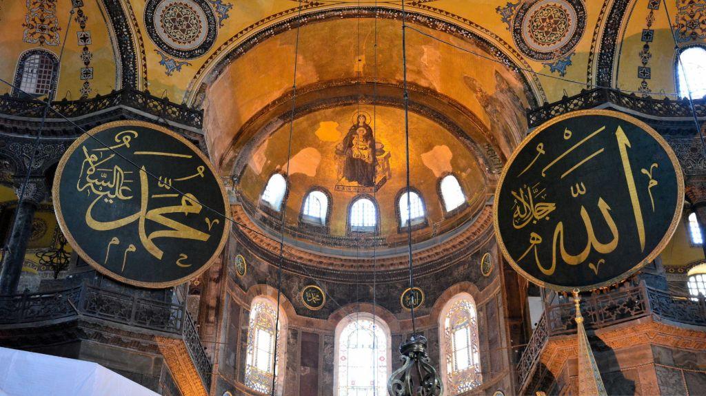 calligraphic-roundels-of-Hagia-Sophia